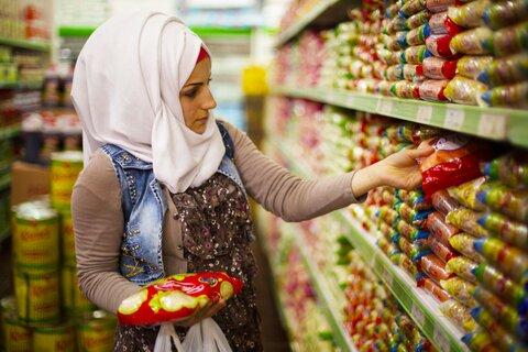 Uusi ruoka-avustuksen tapa helpottaa syyrialaisten pakolaisten arkea Turkissa